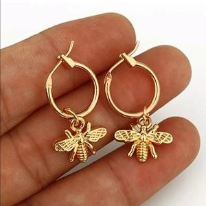 🆕Cute bee gold studs for women